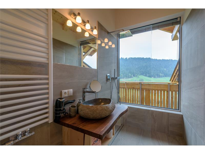Badezimmer mit Dusche - Eggerhof in Vöran