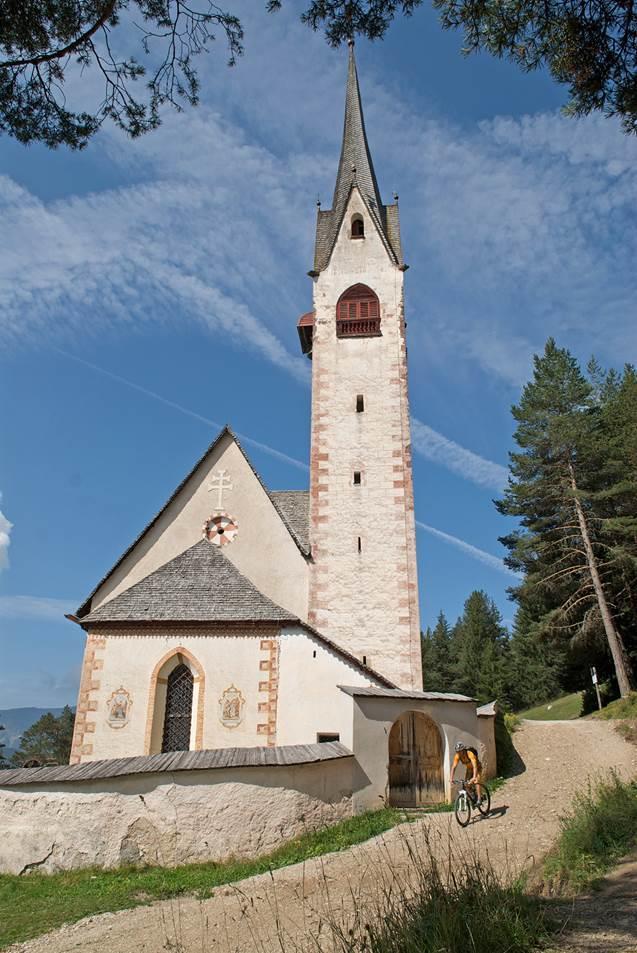die St. Jakobskirche aus dem 12 Jahrhundert