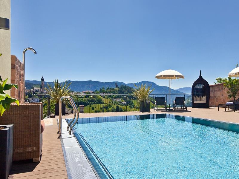 Außen Pool mit herrlichem Panoramablick