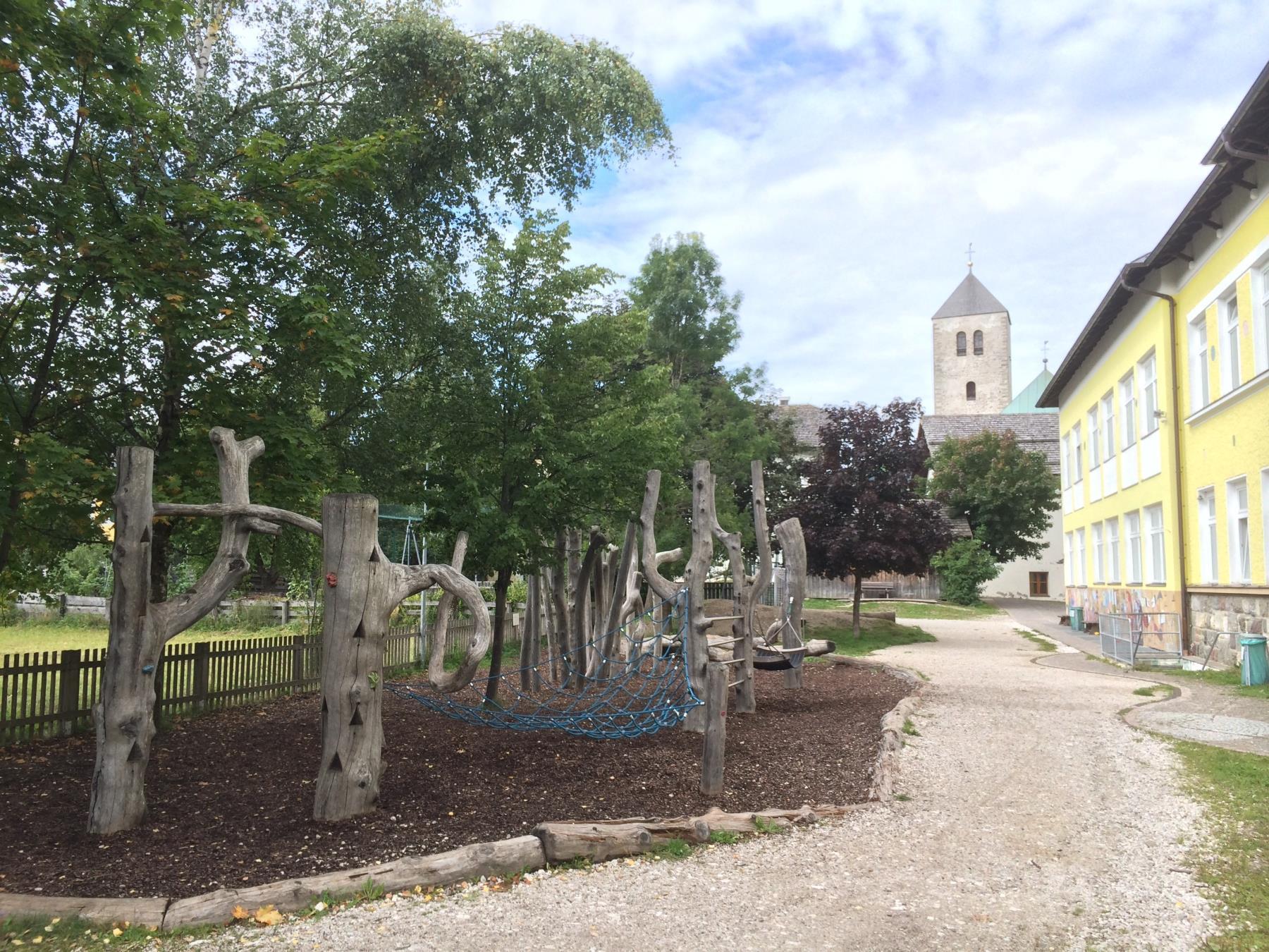 Spielplatz Grundschule