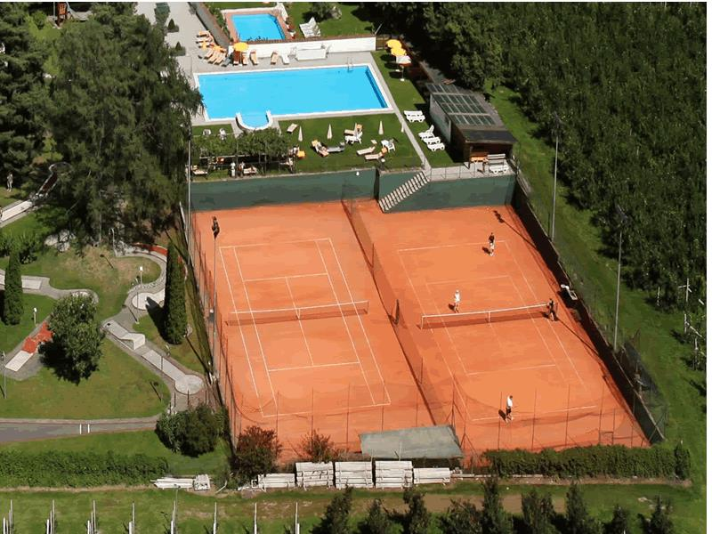 Tennis courts Hotel Weiß