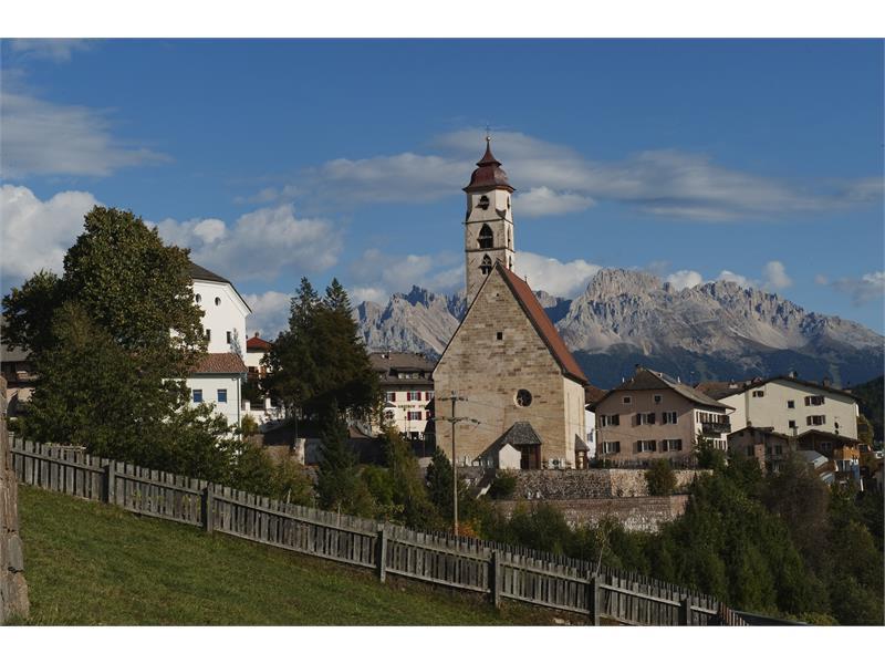 Pfarrkirche Deutschnofen mit Latemar