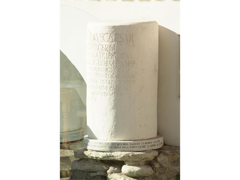 Pietra miliare romana della Via Claudia Augusta (copia)