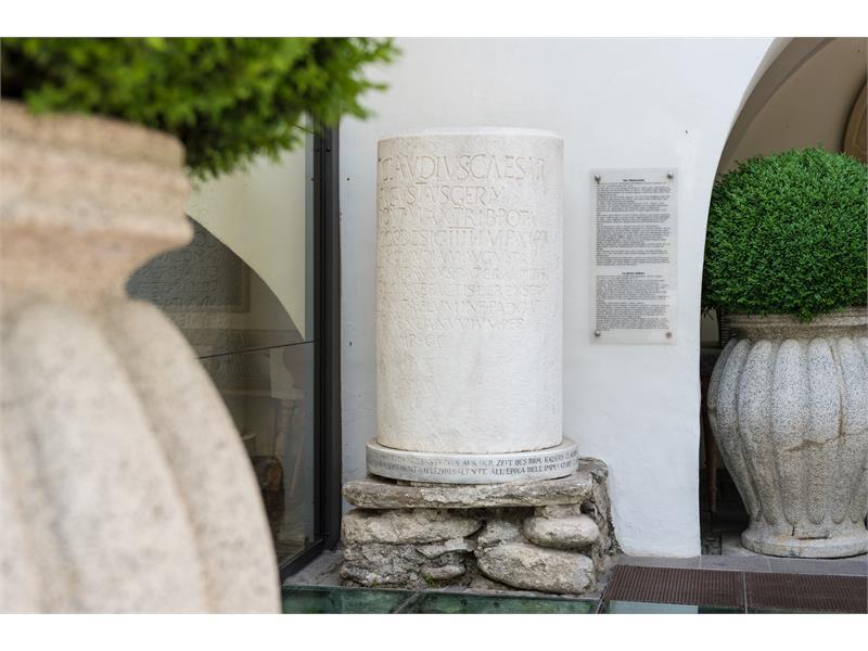 Copia della pietra miliare trovata a Rablá