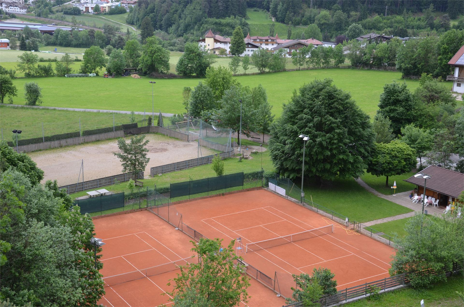 Campo da tennis Chienes