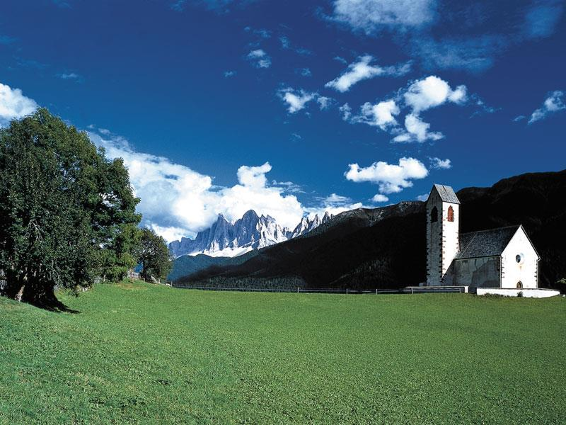Church S. Giacomo al Passo/St. Jakob am Joch (12th century)