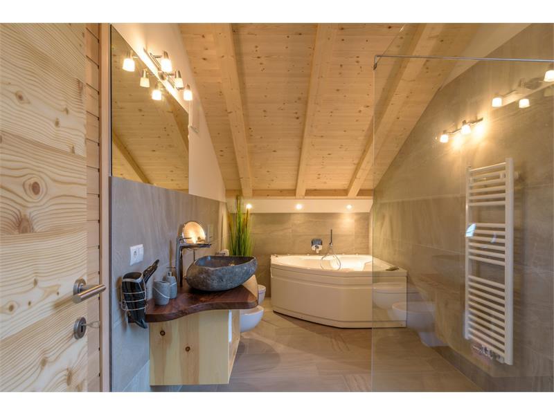 Badezimmer mit Badewanne - Eggerhof in Vöran