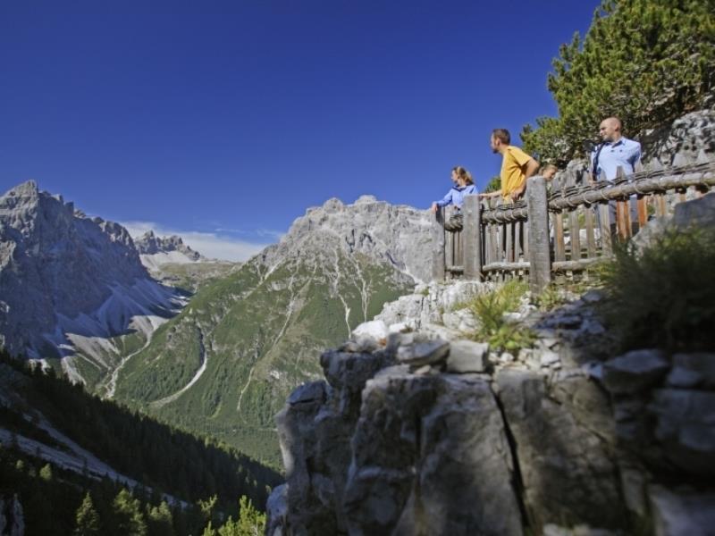 Dai Prati di Croda Rossa al Passo Monte Croce