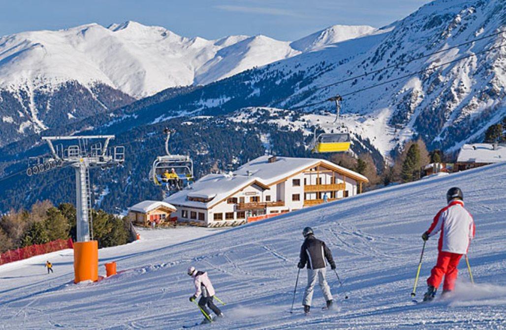 Skihaus auf der Piste