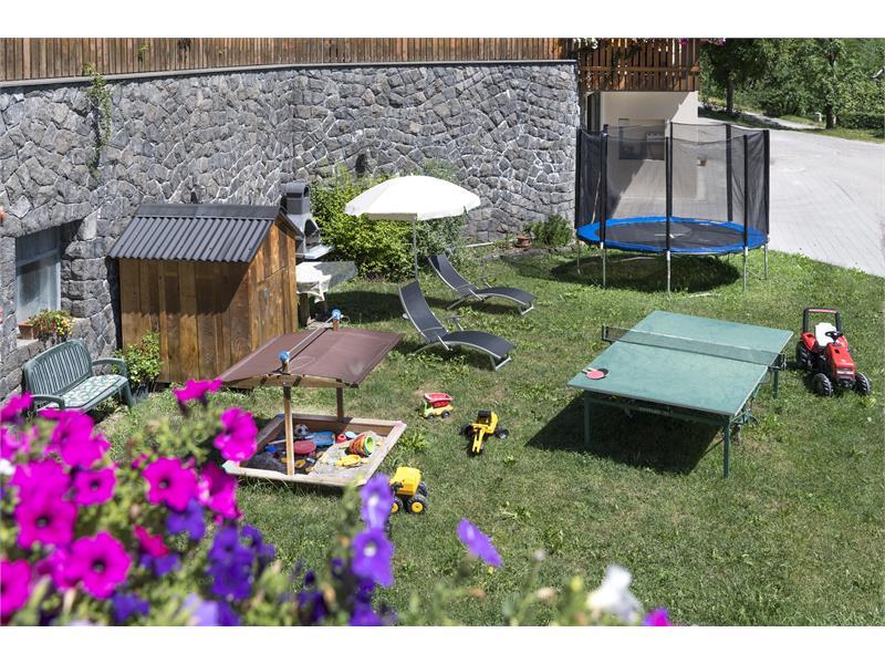 parco giochi con trampolino