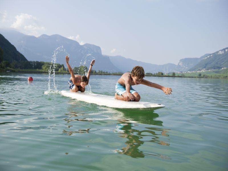Schwimmen im Kalterer See
