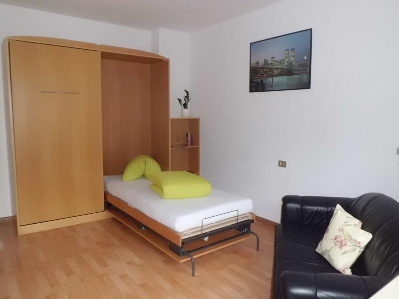 Wohnzimmer mit Schlafgelegenzeit im Appartement Alpenrose