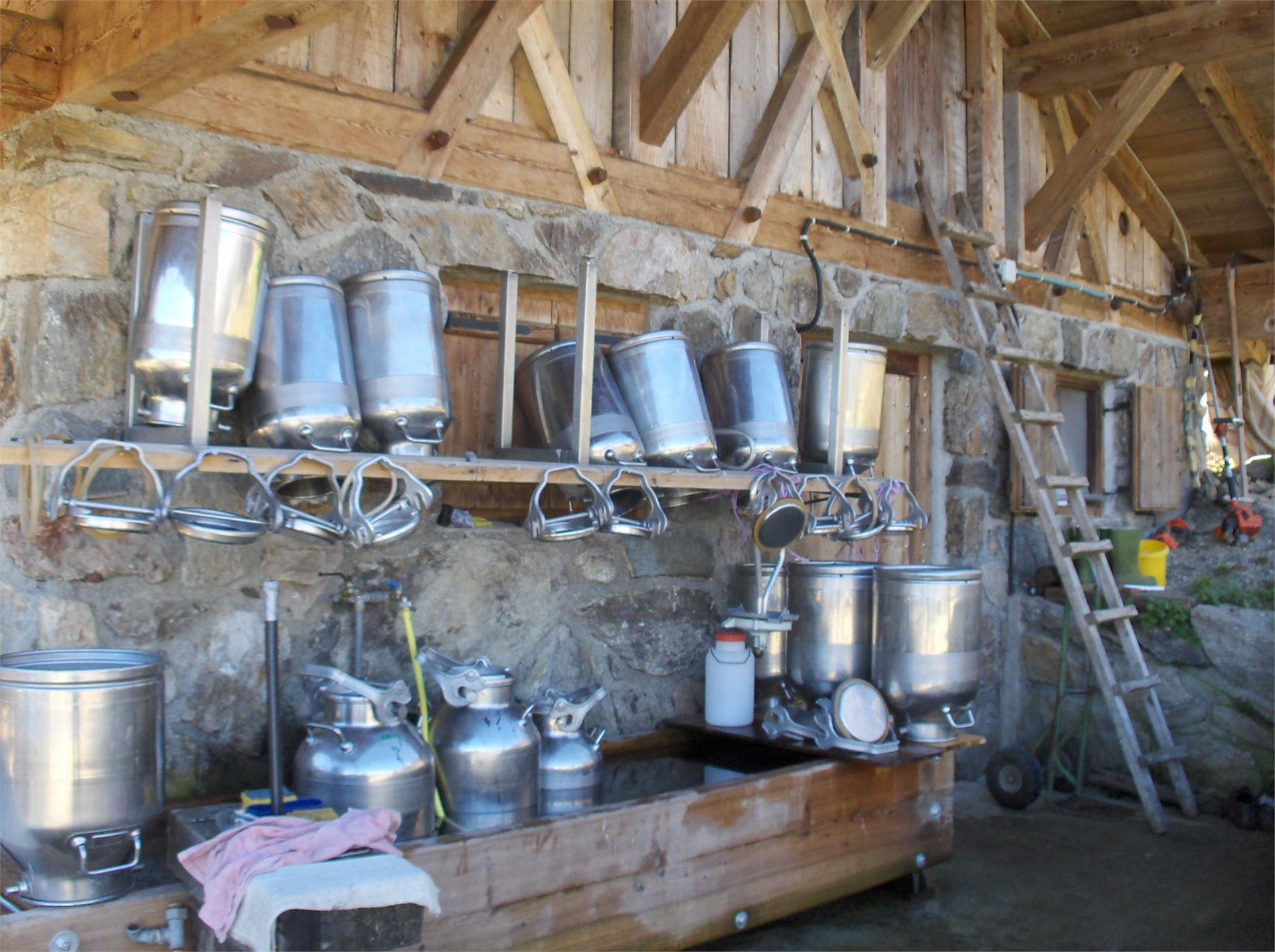 Milchkannen auf der Alm