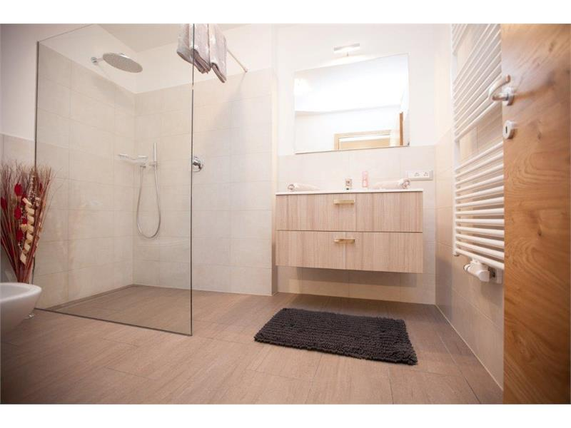 Bathroom with shower - Apartment Bachguter