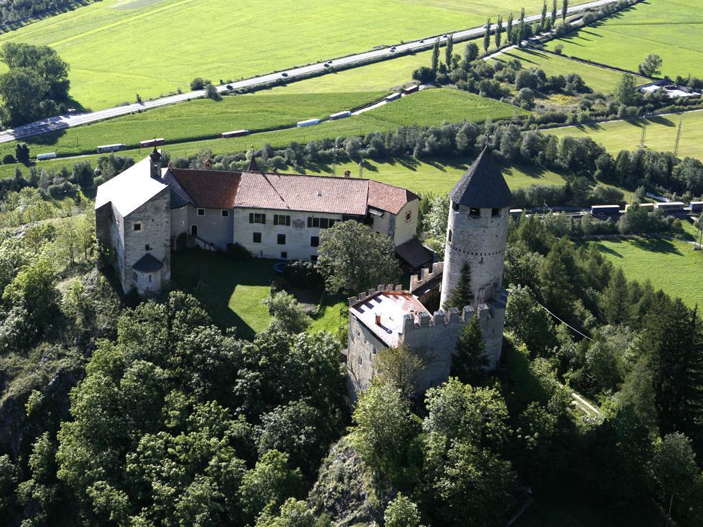 Over Gschließegg to Sprechenstein castle