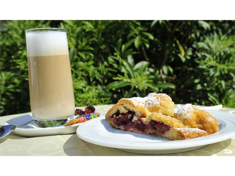 café e strudel o torta fatti a casa