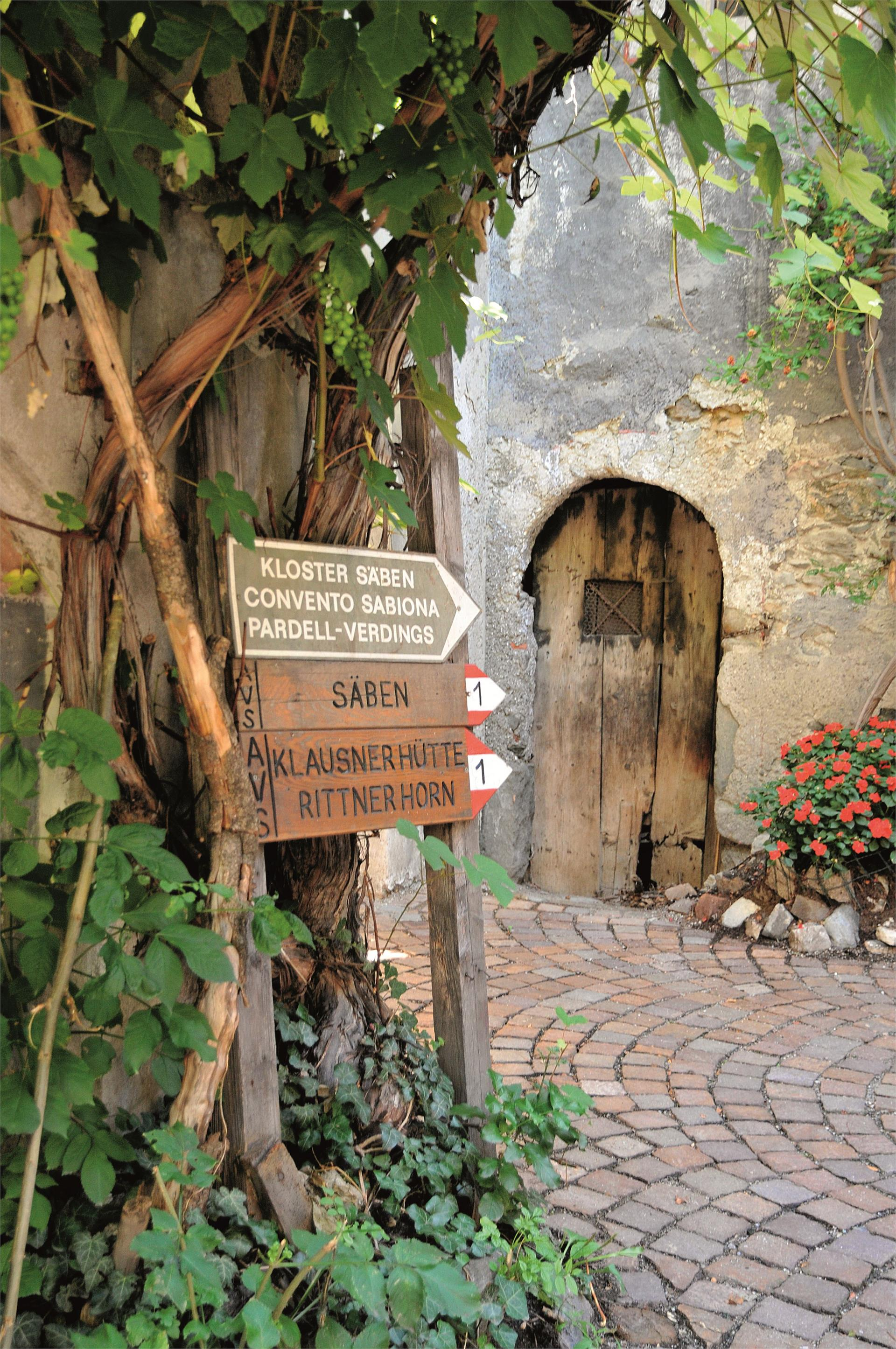 Medieval Sightseeing Walk in Chiusa/Klausen