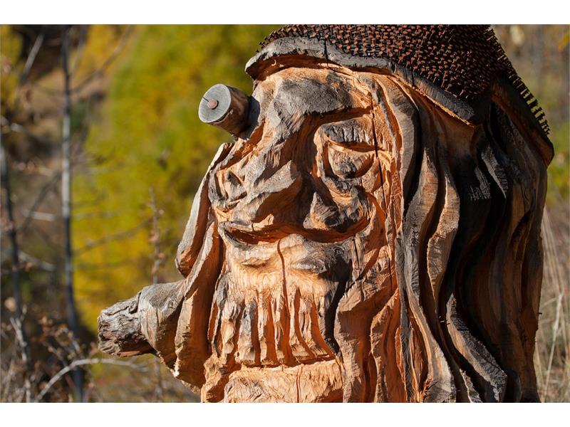 Scultura della leggenda Lo gnometto di Burgusio