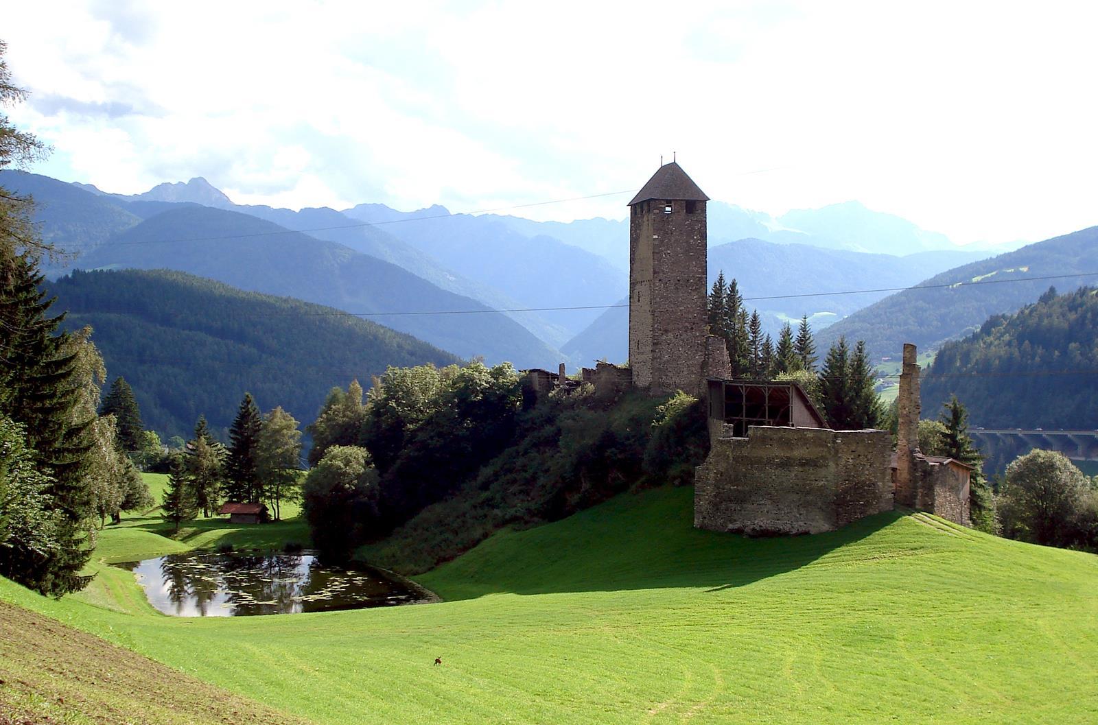 Strassberg castle ruin