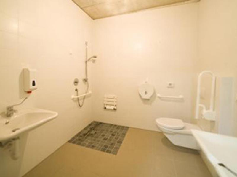 CaravanPark Senales - handicapped accessible bathroom