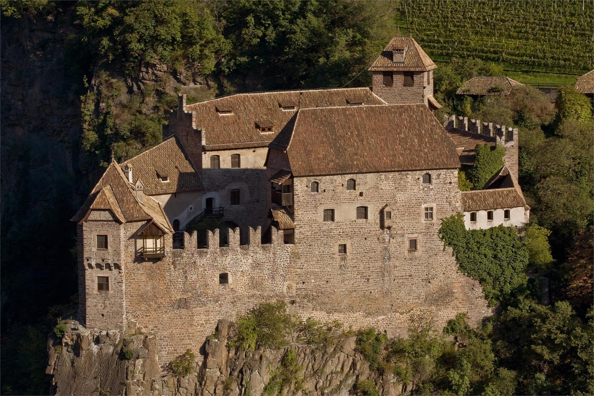 Castel Roncolo, il maniero illustrato