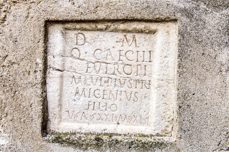 Grabstein aus der Römerzeit - Via Claudia Augusta