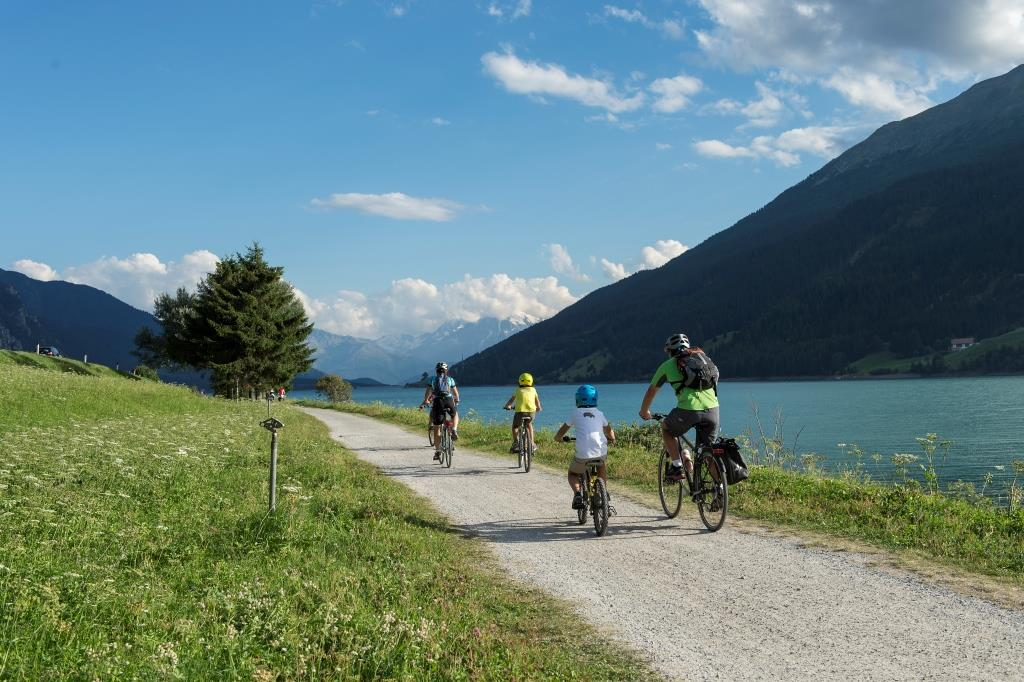Giro in bicicletta lago di Resia