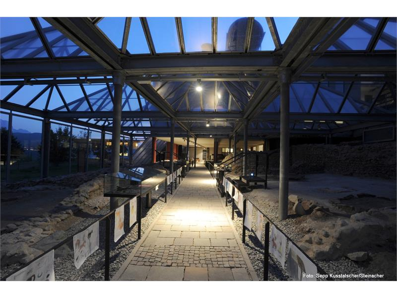 Archeoparc Villanders bei Nacht