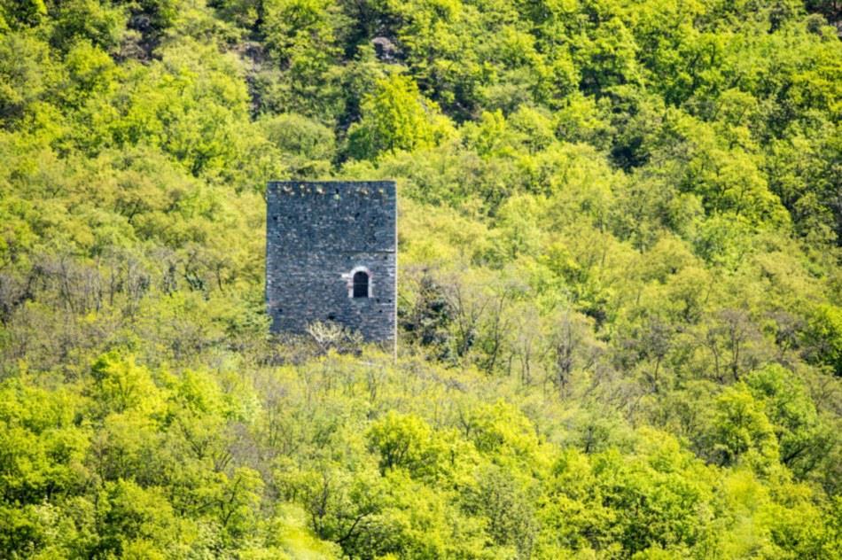 Kröllturm mit Wasserfall Gargazon