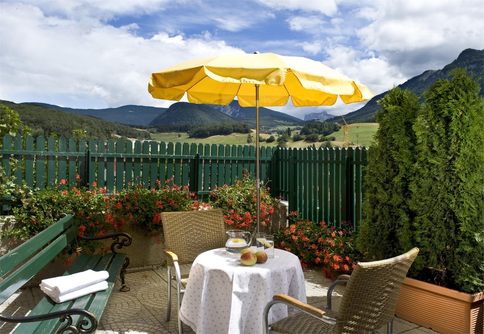 Hotel Cavallino dOro - Castelrotto, piazzetta - Dolomiti