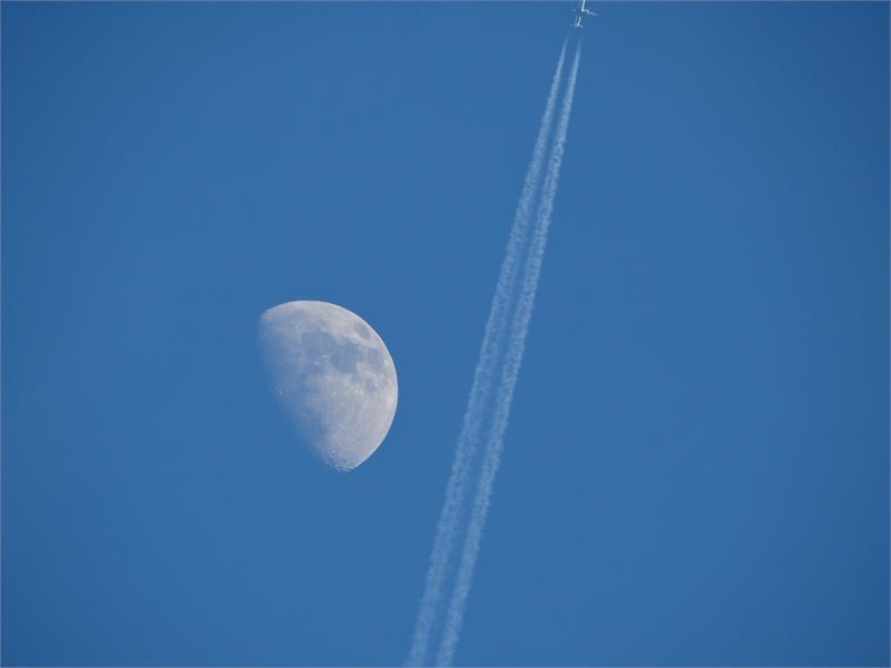 vicino la luna