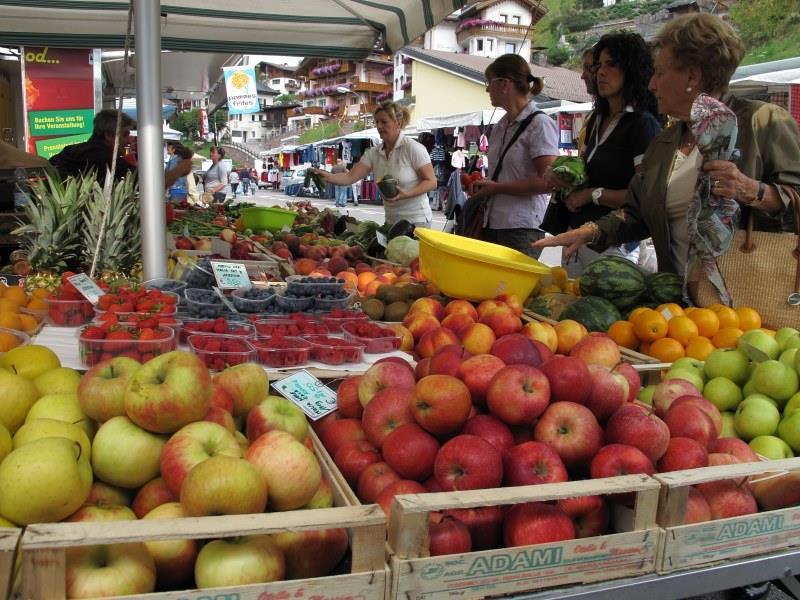 Wochenmarkt in St. Christina