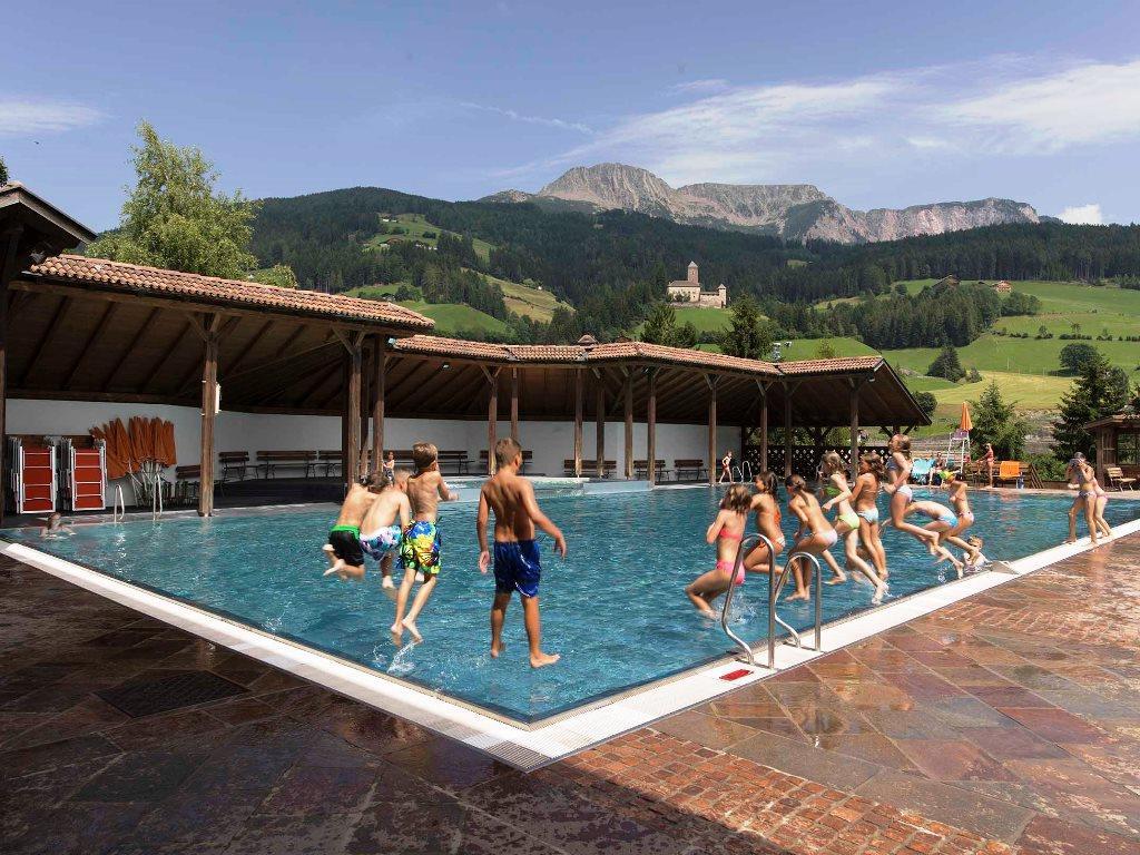 Public swimmingpool Sarentino