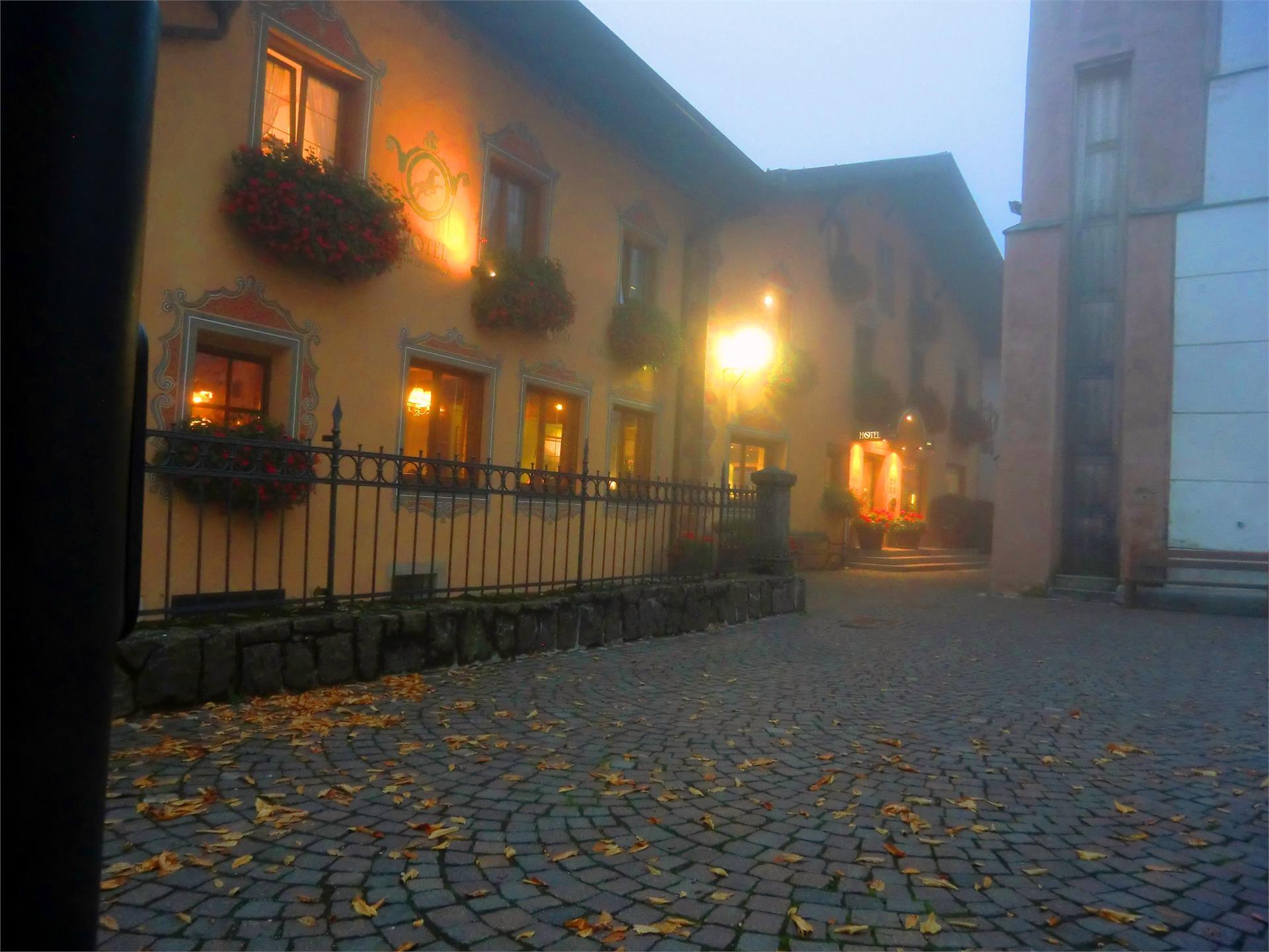 Hotel Cavallino dOro Castelrotto piazzetta storica Dolomiti Superski