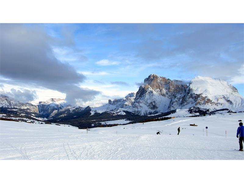 For skiers, the Seiser Alm/Alpe di Siusi is nearby and easy to access