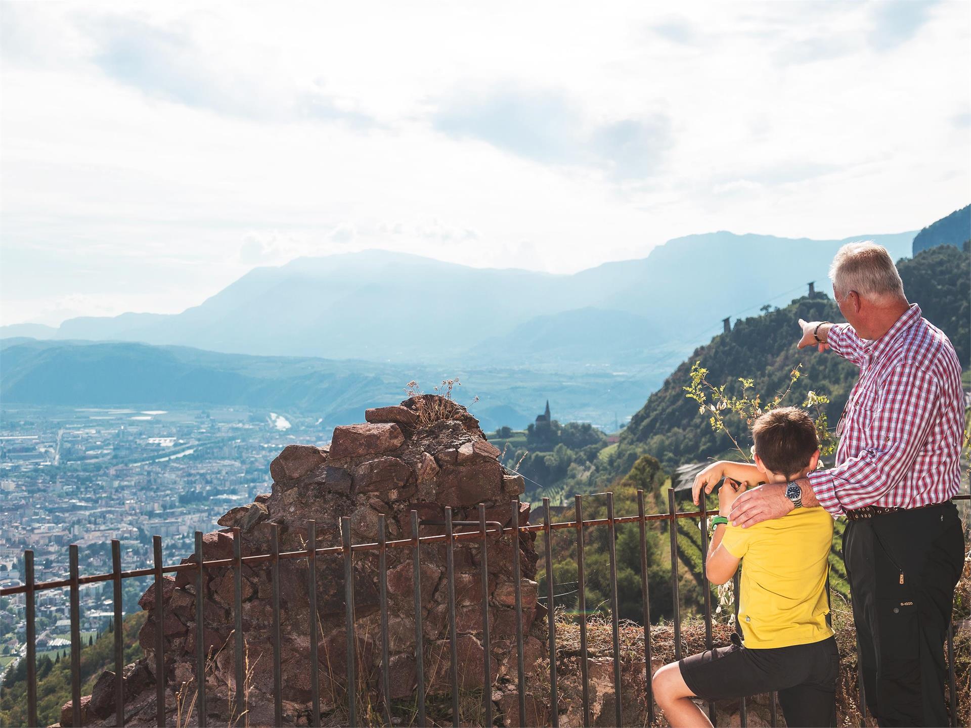 """Sentiero dei castelli """"Castelronda"""" Bolzano-San Genesio-Terlano"""