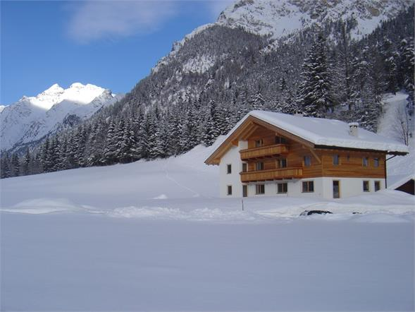 Winterimpression Fluenerhof in Pflersch