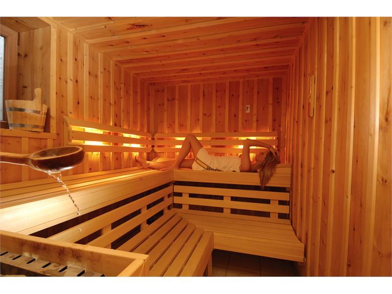 Aparthotel Viktoria Kastelruth Seiser Alm Dolomiten Finnische Sauna für die Wintermontage