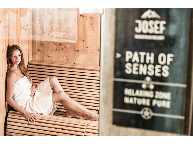 Unser Wellnessbereich bietet eine finnische Sauna