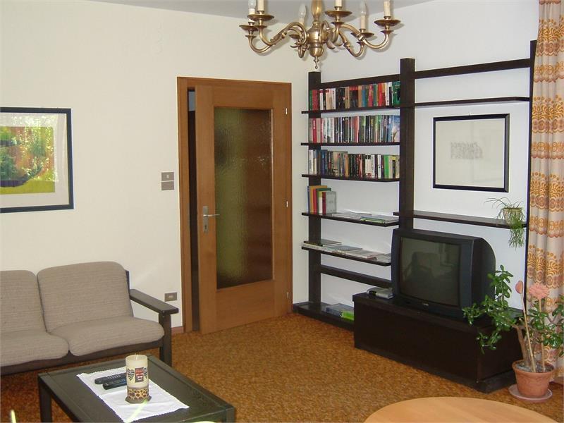 sala TV e bibloteca