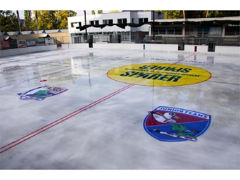 Pista di pattinaggio sul ghiaccio a Ora