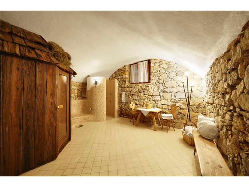 die Sauna des alpinen Wellnessbereichs