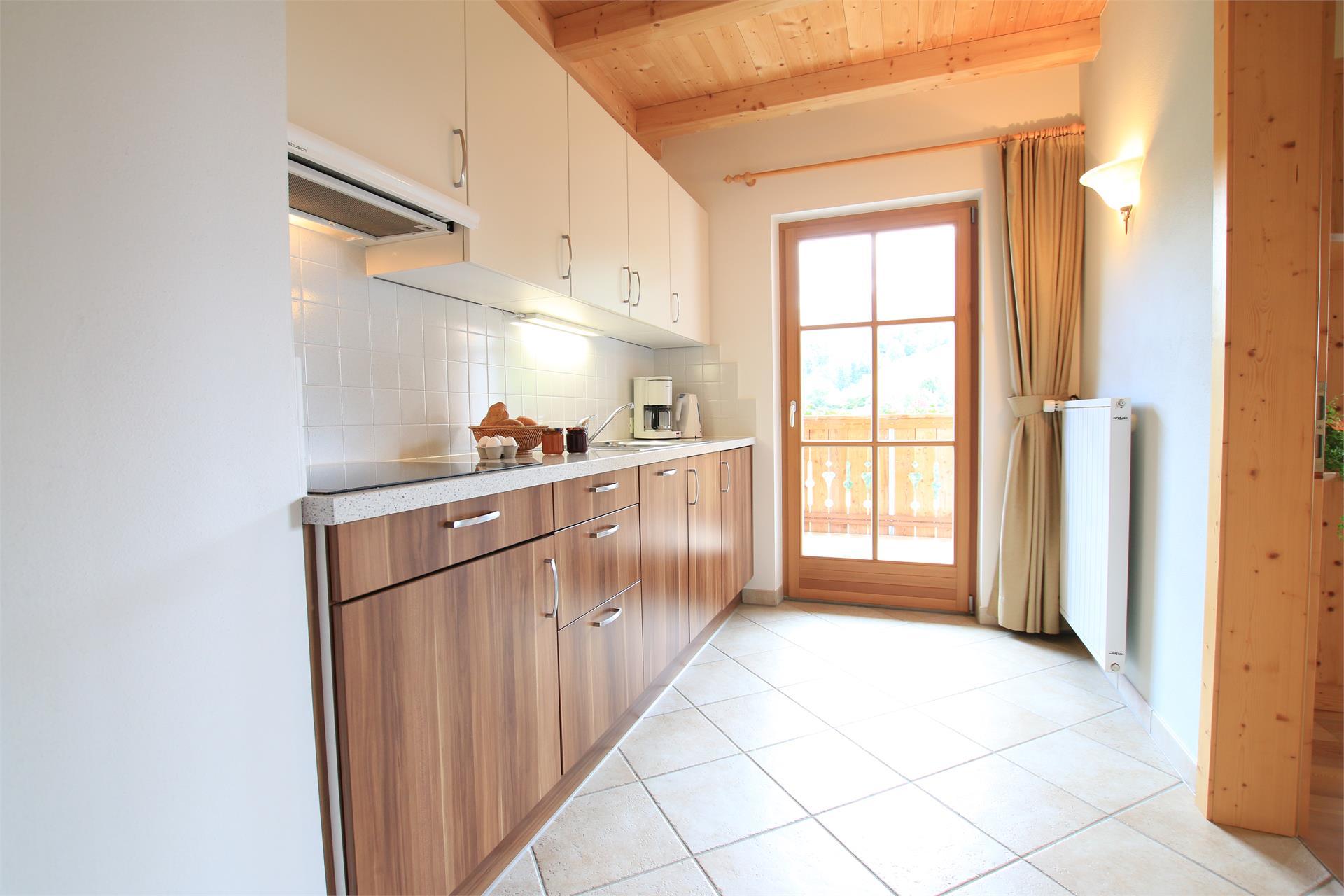 Komplett ausgestattete Küche mit Panoramablick