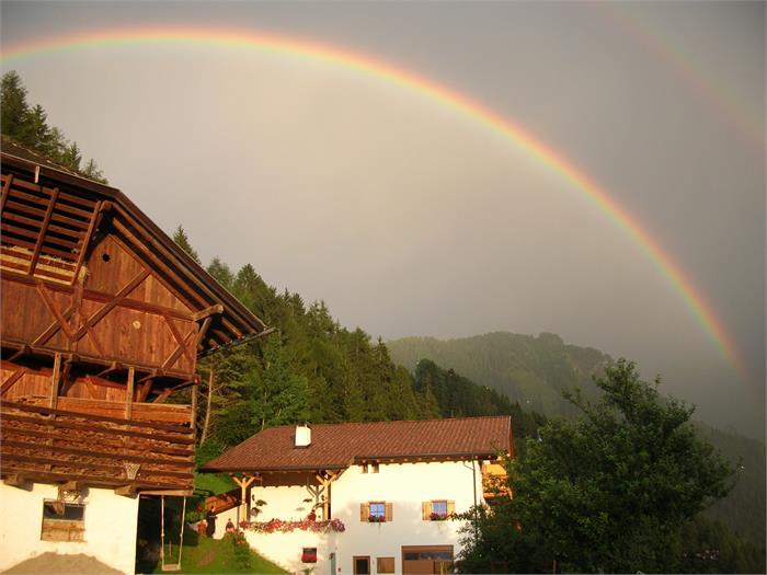 Grunserhof mit Regenbogen
