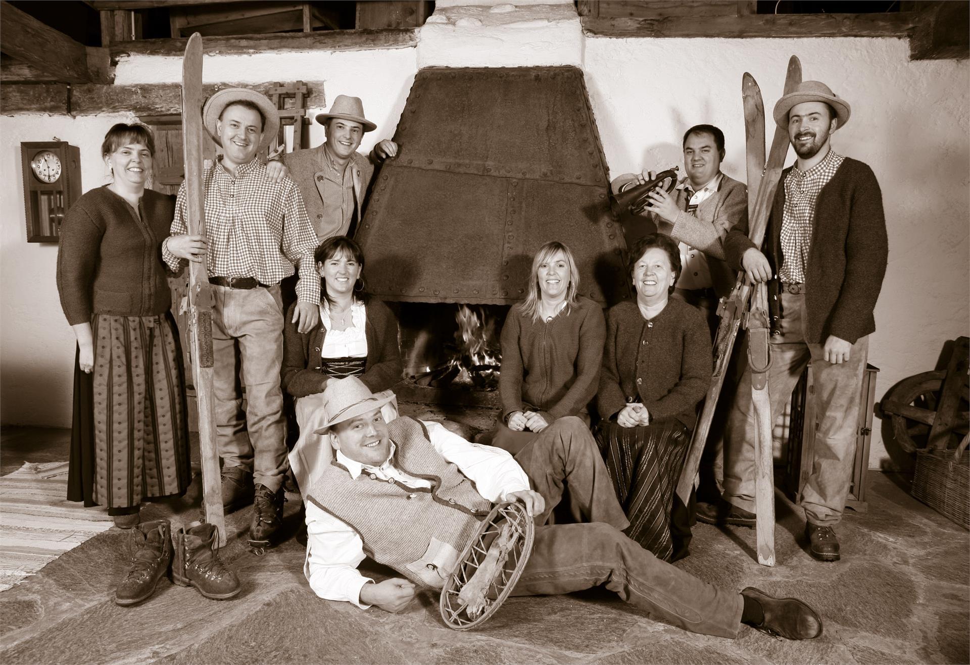 Die Plunhof-Familie - Acht Geschwister und Mutter Paula, die gute Seele und Ruhepool des Hauses
