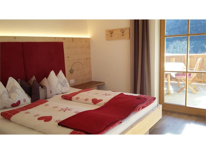 Schlafzimmer in Zirbenholz