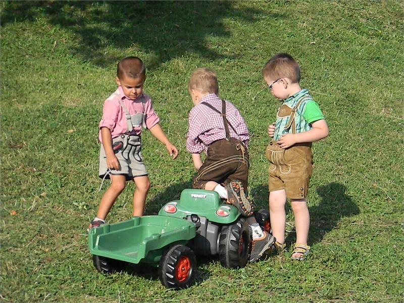 I bambini si possono divertirsi nella natura