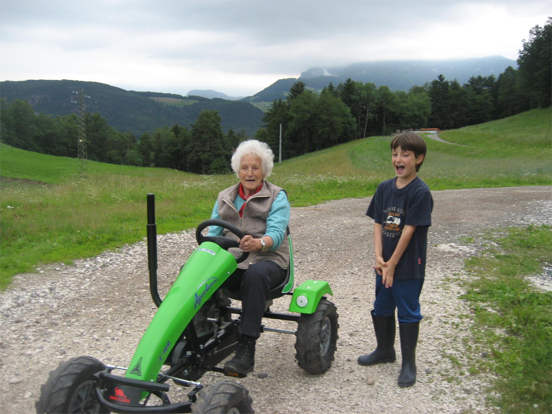 traktorfahren macht Spaß für jung und alt- Salmsein Biohof, Völs am Schlern