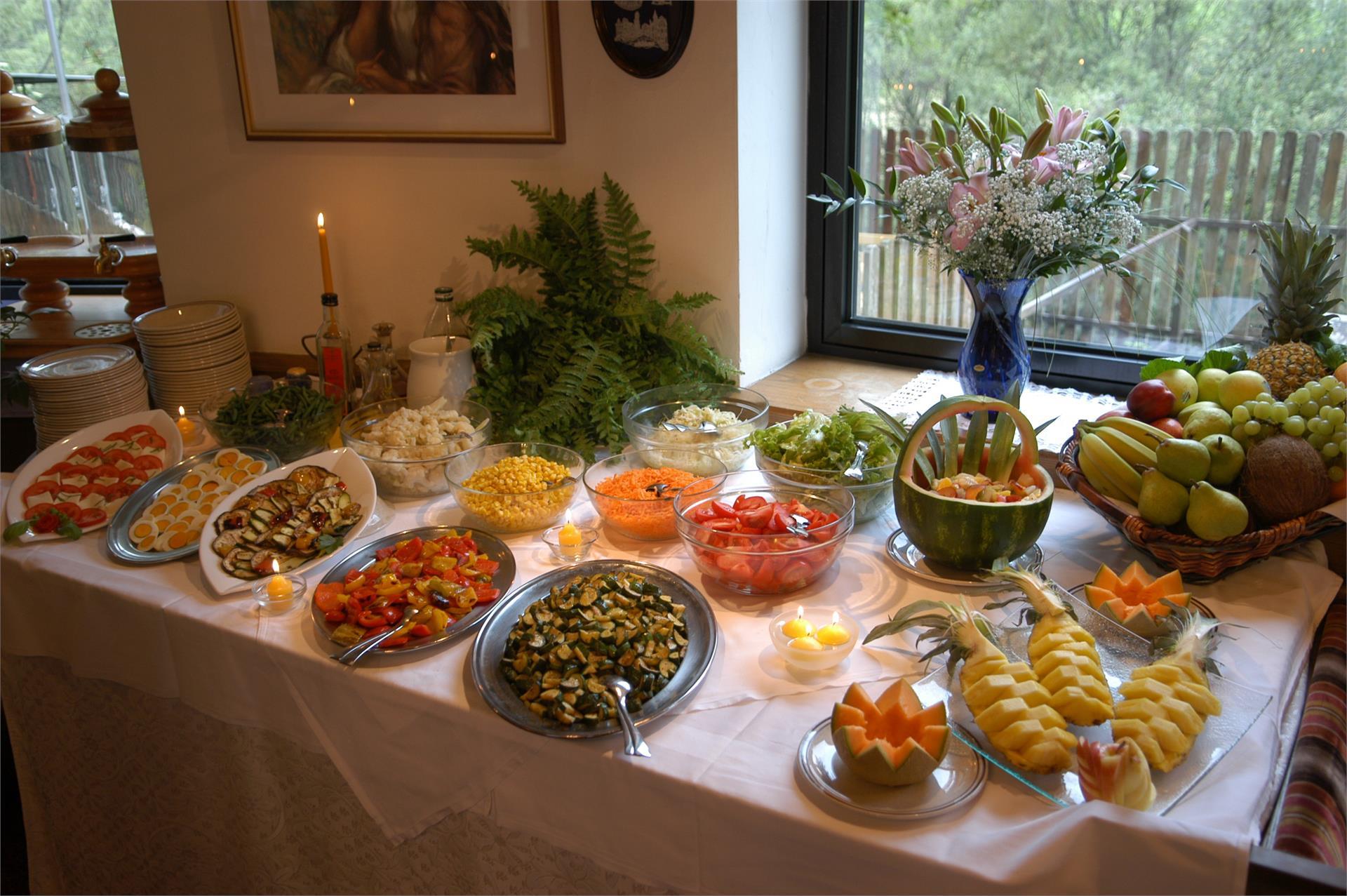 Frisches Salat- und Gemüsebuffet