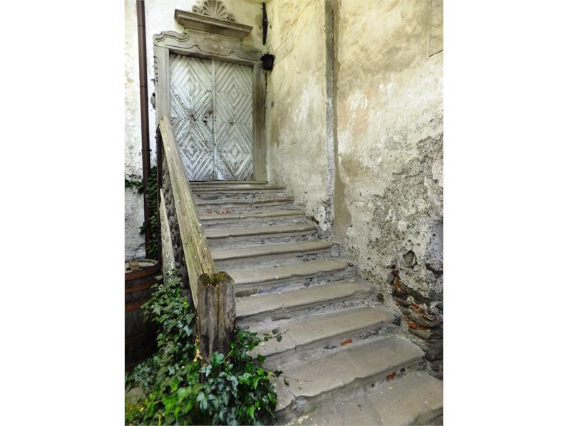 Stachlburg Treppe im Innenhof